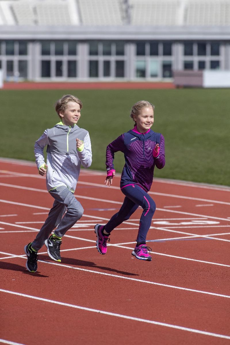 enfant qui font de l'athlétisme
